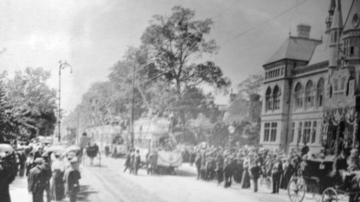[10th July 1901] Opening of the electric tramway in Ealing ( town hall ) - London