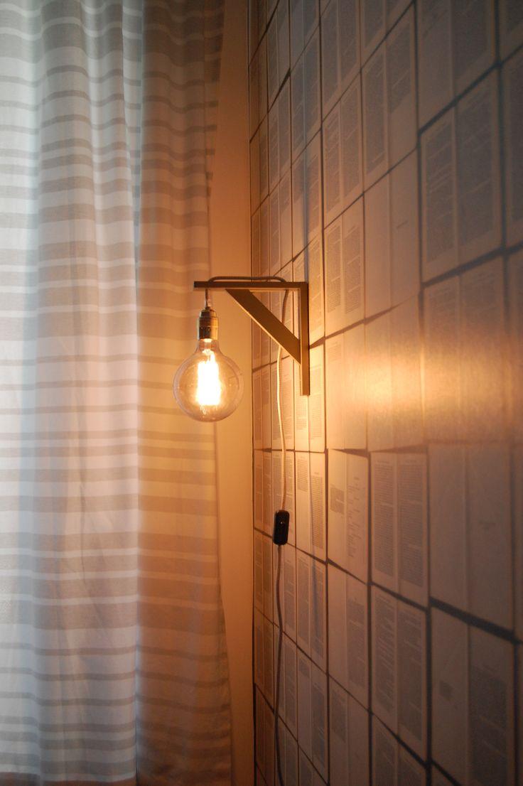 D.I.Y. Lamp design idee! Ingrediënten: Plankdrager van de bouwmarkt, Verf 'm in iedere gewenste kleur, Strijkijzersnoer, fitting, stekker, schakelaar, en Frama Grey met 'kooldraad' uit onze winkel!