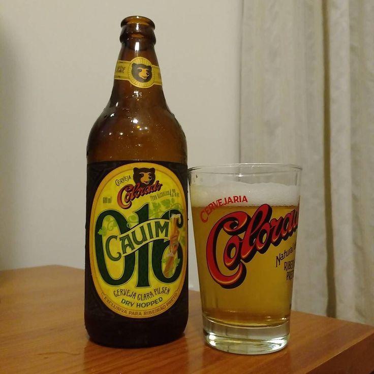 Enquanto caço Pokemon do meu sofá conheço a @cervejariacolorado Cauim 016. A cerveja é uma pilsen com Dry Hopping de lúpulos franceses produzida em homenagem à cidade de Ribeirão Preto onde fica a sede da cervejaria. #drinklocal #beerporn #instacerveja #instabeer #craftbeer #cervejaartesanal #cerveja #beer #birra #cerveza