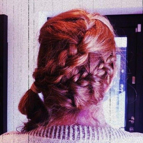 Punaiset hiukset lettikampauksella Ihanat punaiset hiukset...