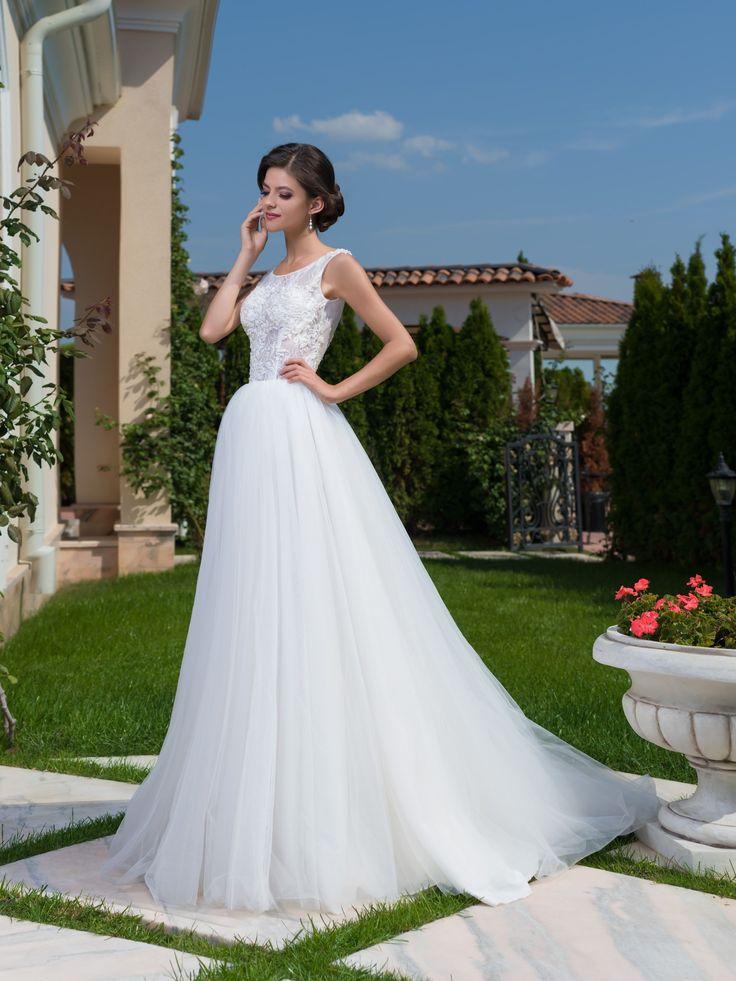 Jednoduché nádherné svadobné šaty s jemnou sukňou a krásnym krajkovaným vrškom