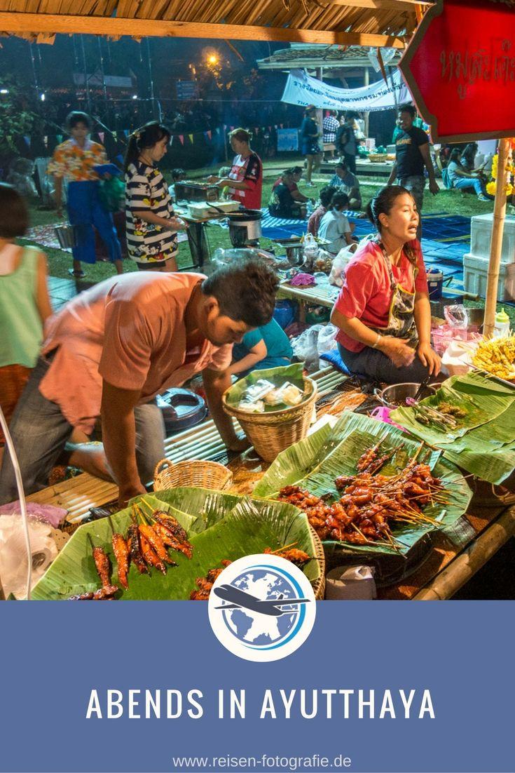 Abends in Ayutthaya - lecker! Mit toller Lichtshow zur Feier der Stadt und der Auszeichnung als UNESCO Weltkulturerbe.
