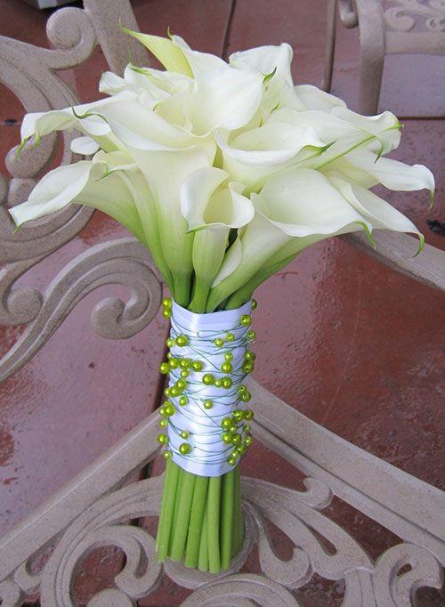 L'Arum ou Calla est une fleur qui évoque l'élégance et le raffinement, ce qui…