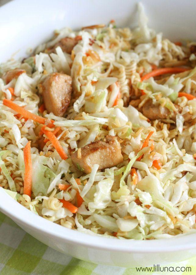 Super easy and delicious Asian Cole slaw recipe - perfect for summer! { lilluna.com }