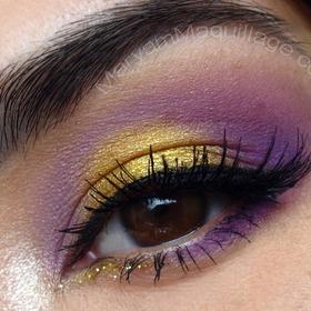 So prettyGold Eyeshadow, Eye Makeup, Dramatic Eye, Beautiful, Date Nights, Eye Make Up, Eyeshadows, Dates Night, Purple Eye