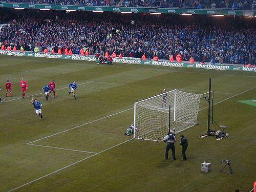 Darren Purse scores vs Liverpool (2001 League Cup final)
