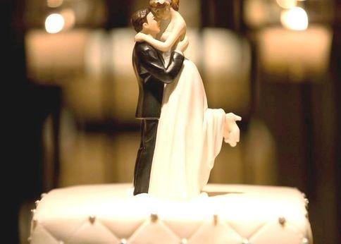 お洒落な二人にピッタリ!ケーキトッパーでウェディングケーキに注目間違いなし!!-STYLE HAUS(スタイルハウス)