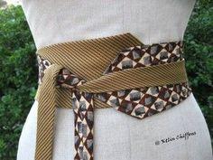 Avec de belles cravates, de soie ou pas, associées deux à deux avec recherche, voici d'originales ceintures qui ajouteront à toutes vos tenues un brin d'élégance. En vente ici et ici.