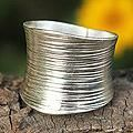 Sterling Silver 'Whispering Snow' Band Ring (Thailand)