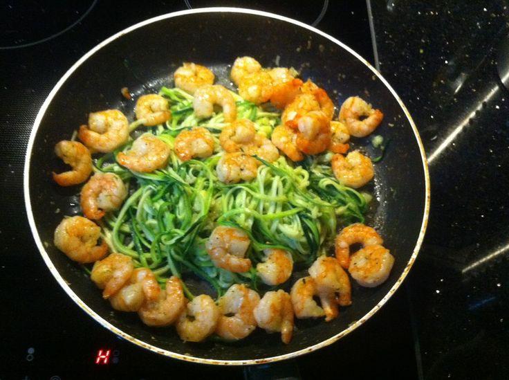 Wessels Küchenwelt, Eiweiß-Rezept - leichte Linie, Zucchini-Spaghetti mit Garnelen, Spiralschneider