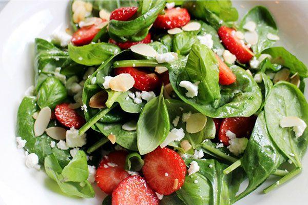 Salade_met_spinazie_en_aardbeien