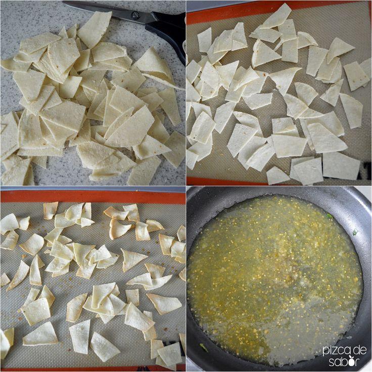 Cómo hacer chilaquiles verdes o rojos (versión saludable) | http://www.pizcadesabor.com/2014/06/09/como-hacer-chilaquiles-verdes-o-rojos-version-saludable/
