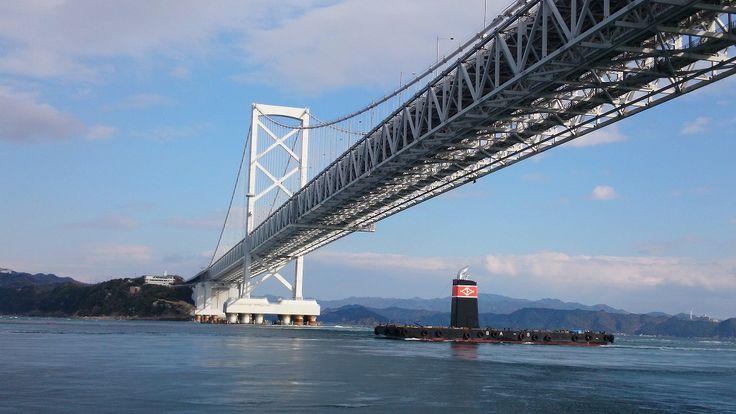 【徳島県】アレックス・カーさん(東洋文化研究者、執筆家)に聞きました。/Q.3瀬戸内の課題は?………A.道路や橋、護岸のつくりかたが大きな問題。これまで「美」「景観」など、観光に最も重要な要素をないがしろにしてきた感が否めません。今、わずかに残っている小さな島や港をうまく残していけば世界に誇れる地域になるはずです。 ※写真はイメージです。 #Tokushima_Japan #Setouchi