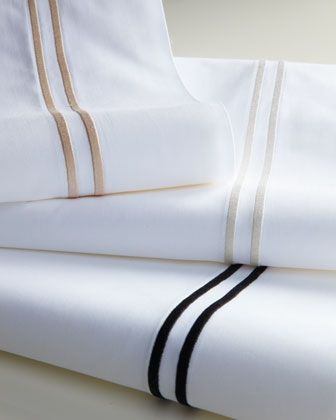 This is classic 5-star-hotel elegance, perfect for a guest room or in the master suite if your look is more about clean lines. The embroidered double-stripe is a subtle, sophisticated touch of color.