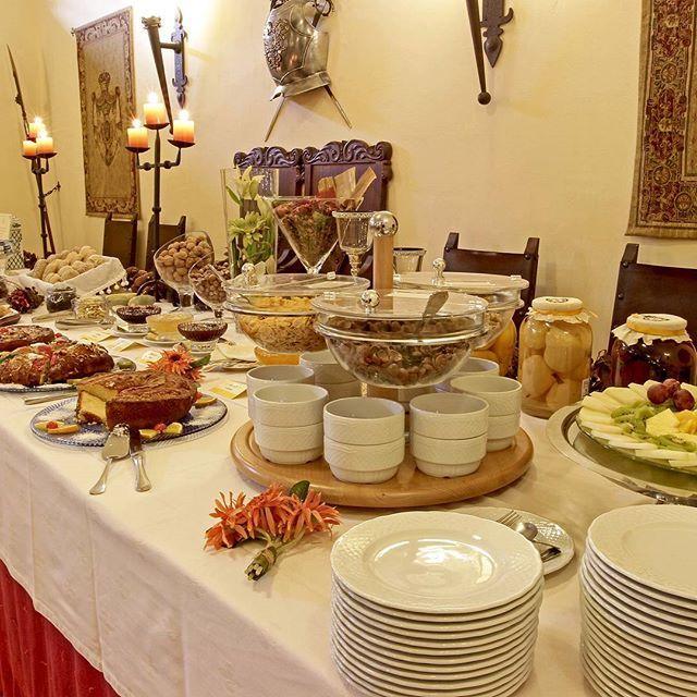 Good morning. It's breakfast time. Bom dia. É tempo do pequeno-almoço. #hotelrealdobidos #breakfasttime #cake #cereals #fruit #bread #pão #yogurt #frutas #cereais #bolos #obidos #portugal #tourism #hotel #hollidays #boutiquehotel #placetovisit #destination #happytime #sogood #perfectfortwo #breakfast #buffet #hotelbreakfast #pequenoalmoco #bomdia #goodmorning #vacations #ferias