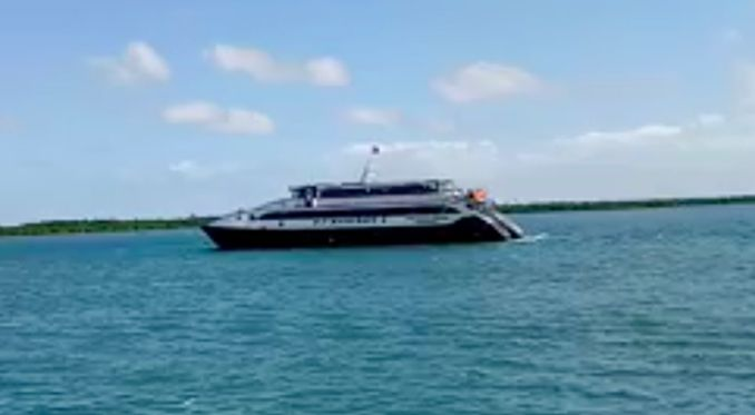 Owner of capsized ferry tricked out of 100000 pesos by fake transport chief #philippines #news http://ift.tt/1CijO2m