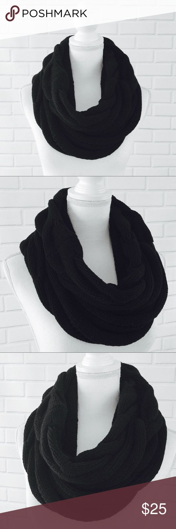 """Michael Stars Wool Cashmere Chunky Infinity Scarf ▫️Brand: Michael Stars ▫️Size: One Size ▫️Color: Black ▫️Material: Wool/Cashmere  ▫️Condition: Preowned ▫️Flaws: NONE  ▫️Measurements Laying Flat: •Width: 11"""" •Length: 31"""" •Shipping Weight: 6oz  ▪️NO Trade/Hold ▪️Next Day Shipping ▪️Smoke Free/Kitty Friendly Home Michael Stars Accessories Scarves & Wraps"""