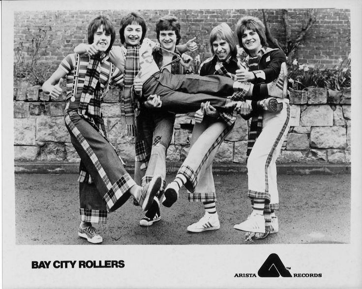 Original 8x10 promo photo of pop/rock boy band BAY CITY ROLLERS, 1976