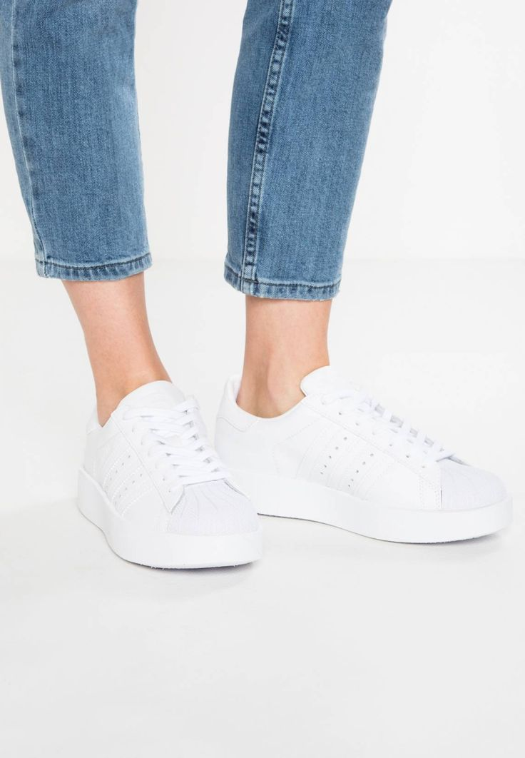 """adidas Originals. SUPERSTAR BOLD - Trainers - white/core black. Pattern:plain. Sole:synthetics. heel height:1.0 """" (Size 7). Shoe tip:round. Padding type:Cold padding. Heel type:Platform boots. Lining:imitation leather/ textile. shoe fastener:laces. upper materi..."""
