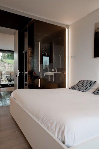 Woning in Sint-Agatha-Rode - Slaapkamer waarbij kleine badkamer.