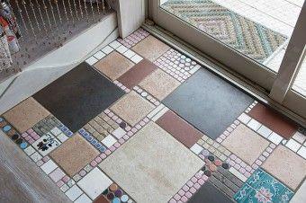 玄関のタイル。色や形の配置が面白い。