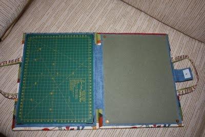 Idea estilo carpeta con manija para llevar la tabla plancha base de corte y cerrandola se la - Tablas de planchar pequenas ...