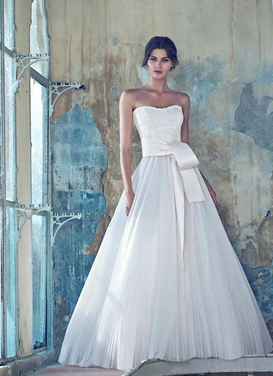 51 best TIMELESS ELEGANCE images on Pinterest   Short wedding gowns ...