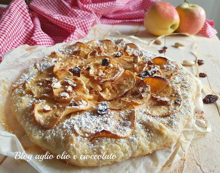 torta rustica mele e mandorle,è croccante, senza uova e con poco zucchero http://blog.giallozafferano.it/rocococo/torta-rustica-mele-e-mandorle/
