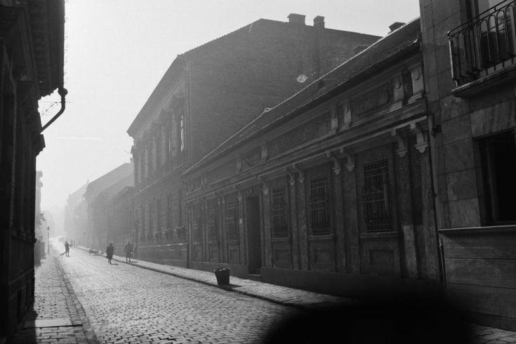 Toldy Ferenc utca a Toldy gimnáziumtól a Donáti utca felé nézve.