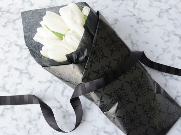 Gift wrap in black & white for a classic look