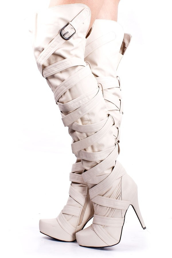 Loooove the white winter boots
