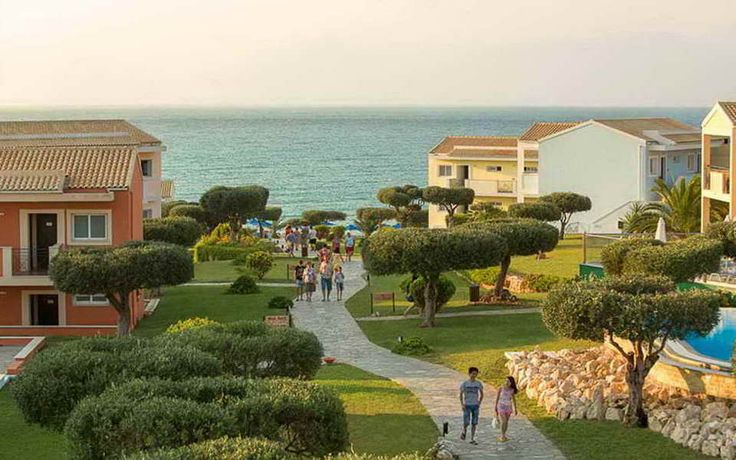 Hotel Mareblue Beach 4*  http://www.meridian-travel.ro/hoteluri/corfu/hotel-mareblue-beach/