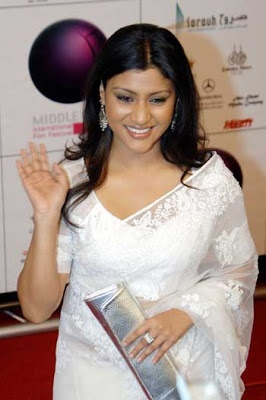 Konkona Sen Sharma in a white lace sari with silver accessories