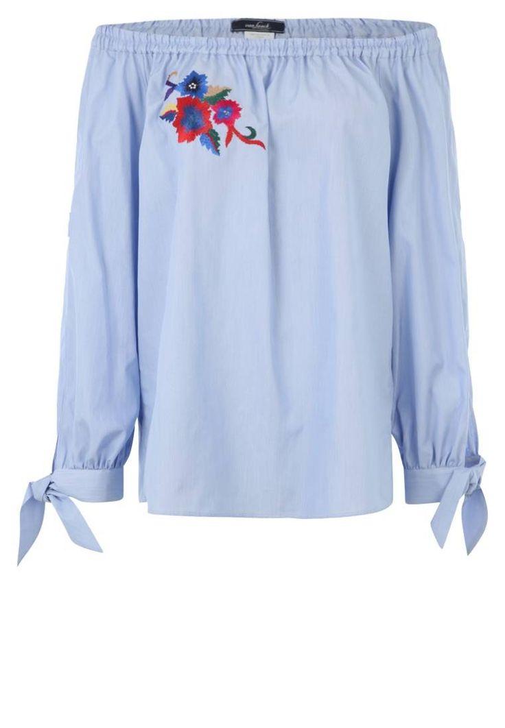 van Laack. MODERN FIT - Bluse - blau. #Blue #Blau #leichtblau #zalandoDE #Fashion Passform:normal. Material Oberstoff:100% Baumwolle. Ausschnitt:Carmen. Pflegehinweise:Maschinenwäsche bei 40°C. Länge:normale Länge. Muster:Nadelstreifen. Ärmellänge:Langarm