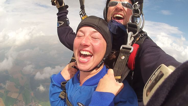 Experience the ultimate and have fun. Tandem Skydive Tandemmichl