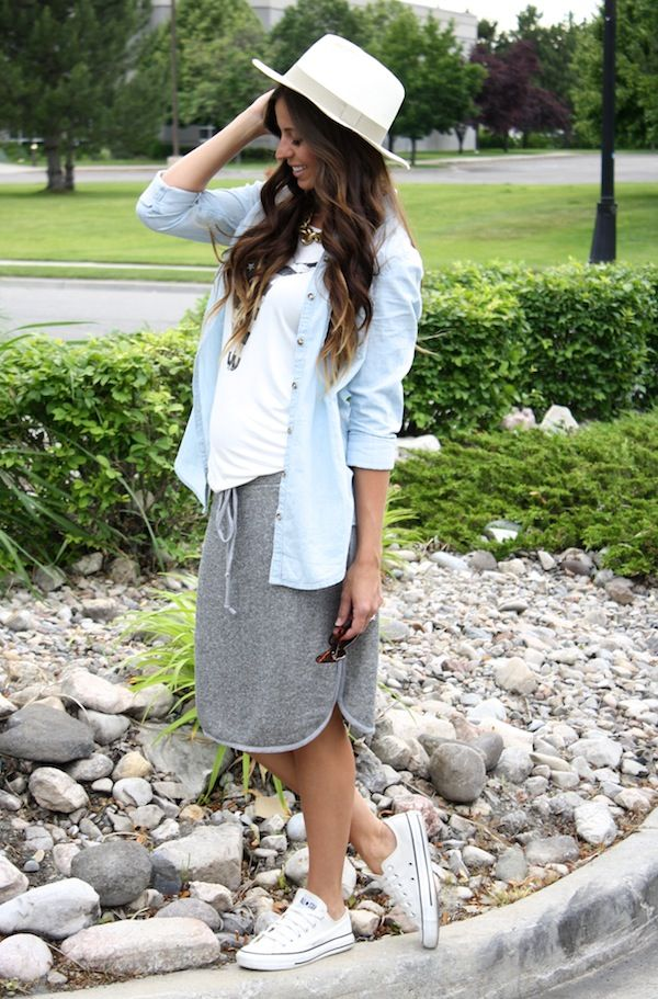 Cute casual day off outfit and I am lovin that skirt!