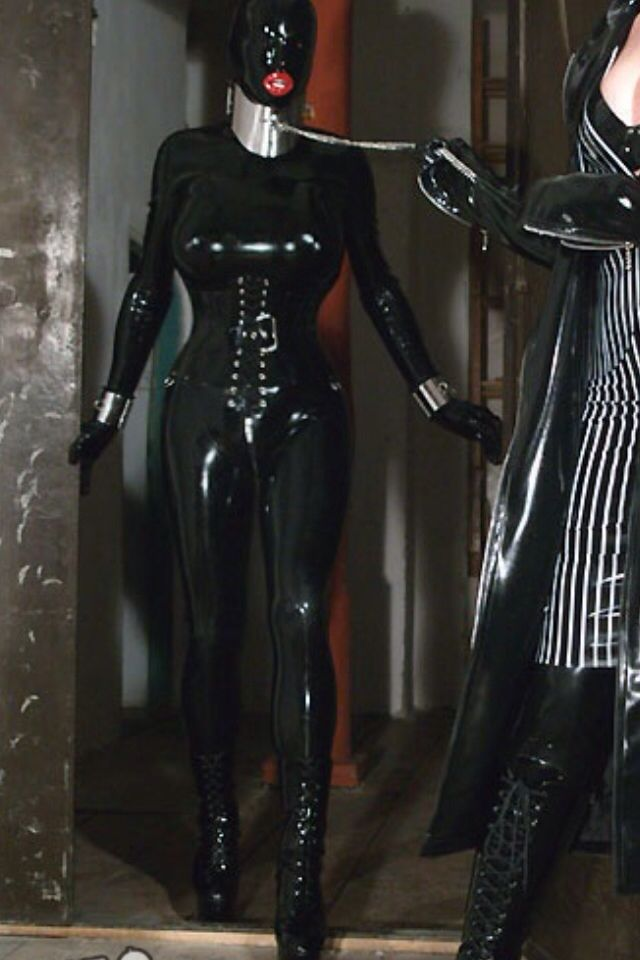Latex mistress dominates her sex slave hunk 7