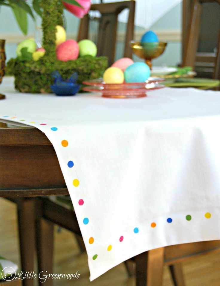 FABULOUS tutorial for DIY No Sew Table Runner! Add this inexpensive Easter Table Runner to your Easter Decor! by 3 Little Greenwoods