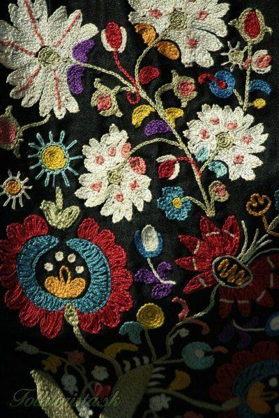 Slovak embroidery. Krása krojov | Folklorista.sk