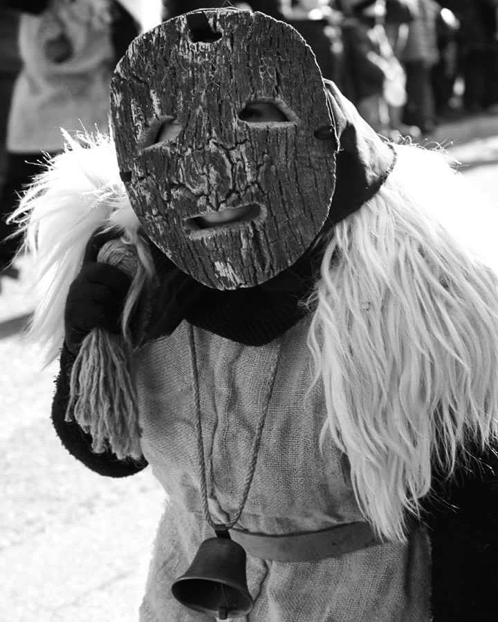 Tradizioni sarde: Lu Traicogghju-La mascara gadduresa di Calangianus #Traicogghju#instansardegna #focusardegna #igersardegna #volgosardegna#sardegnalovers#bnw_life #monocrome #loves_bnw #ig_contrast #world_bnw #contrast_bnw #top_bnw#masters_in_bnw #ritrattiinbiancoenero#tradizionisardegna#sardegna_super_pics#loves_portraits#loves_people#loves_united_sardegna#lauralaccabadora#lanuovasardegna#unionesarda - via http://ift.tt/1zKqJ1x