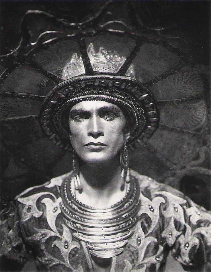 "Conrad Veidt as Ayan III, the Maharajah of Bengal in Das Indische Grabmal ""The Indian Tomb"" (1921). Directed by Joe May."