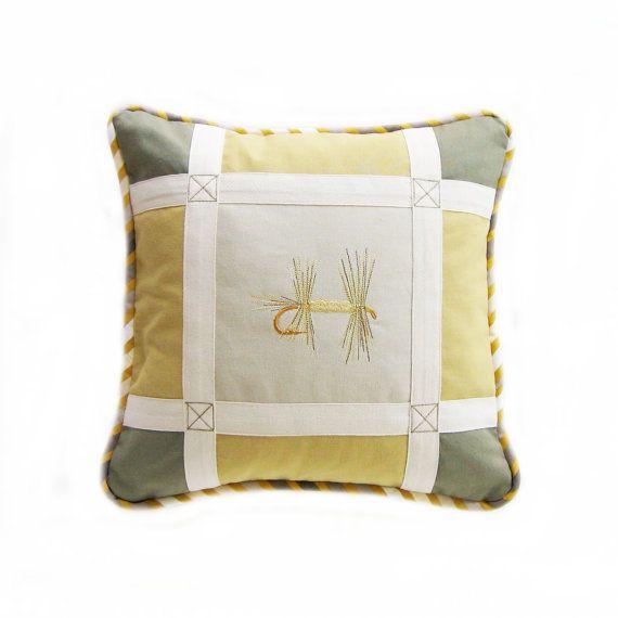 149,19 $ - Etsy - Coussin carré 14 x 14 Kaki Jaune Écru - Matériaux : fabric, tissu, cotton, coton, twill tape, embroidery, broderie, cord piping, cordon passepoil, galon