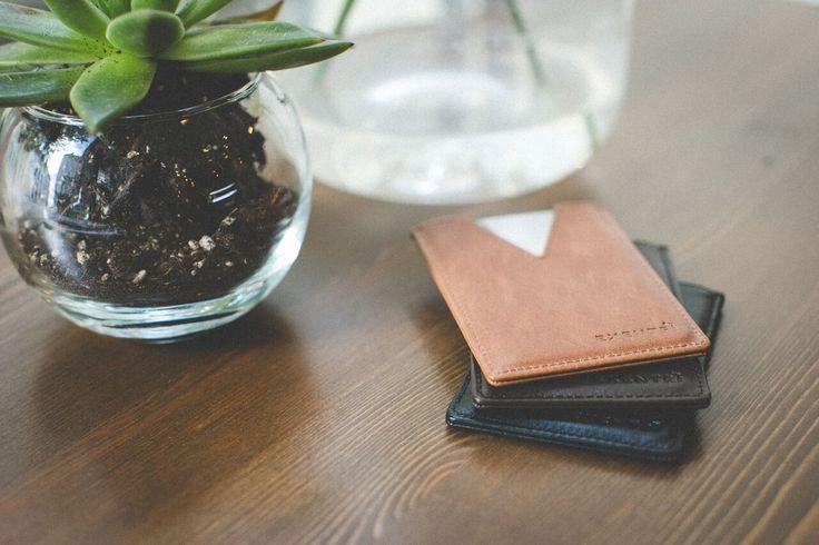 EXENTRI TM CITY. Designed for three cards. Genuine leather.