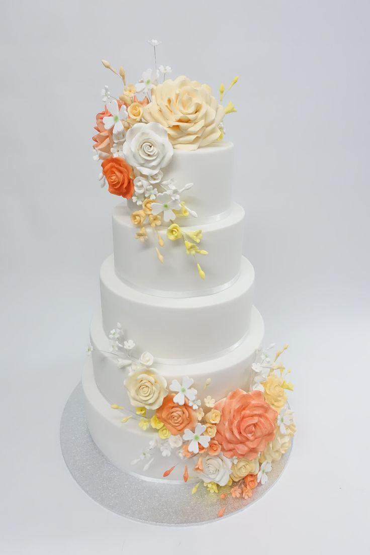 #sugarflowers#fondantweddingcake #sugarflowers #vanillapod #vanillapodspecilatycakes #brisbanecakes #weddingcake #brisbaneweddingcakes #brisbanecafe #noveltycakesbrisbane
