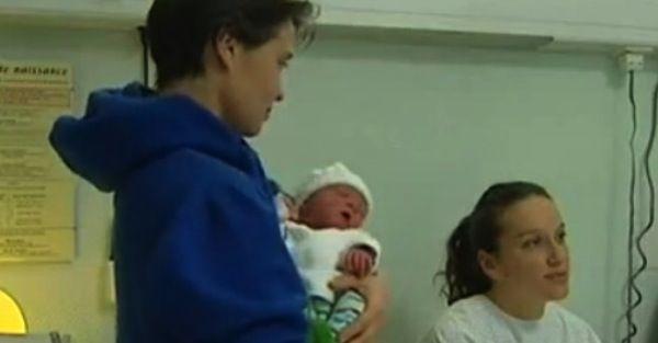 breaking news Il primo bebè francese del 2013 è di una coppia gay