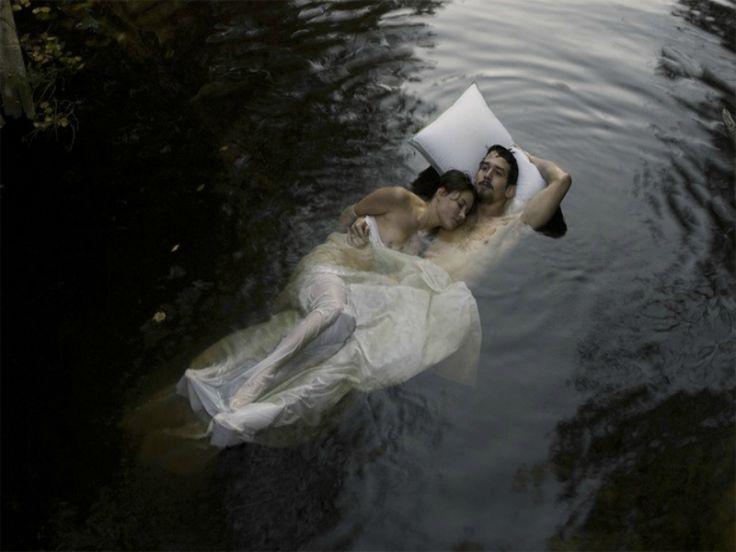 Άλλους ερωτευόμαστε, άλλους παντρευόμαστε… κι άλλους ονειρευόμαστε