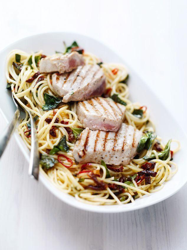 spaghetti met rode pepertjes en basilicum | ZTRDG magazine