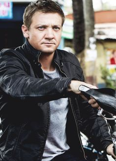 Jeremy Renner-Aaron Cross