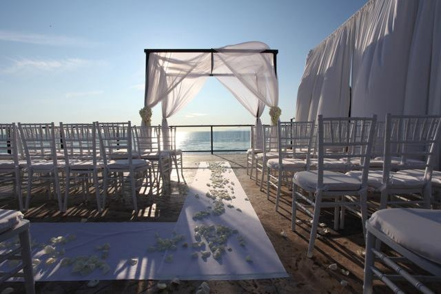 Southern California Wedding Venue Chic And Contemporary Beachside Hotel Deck Perfectweddingvenue Gardenweddingvenues Socal Garden Venues Pinterest