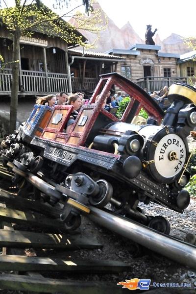 5/11   Photo du Roller Coaster Alpen Express situé à @Europa-Park (Rust) (Allemagne). Plus d'information sur notre site www.e-coasters.com !! Tous les meilleurs Parcs d'Attractions sur un seul site web !! Découvrez également notre vidéo embarquée à cette adresse : http://youtu.be/l83TX4Yx5yI